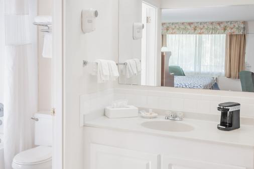 Days Inn Fort Myers Springs Resort - Fort Myers - Bathroom