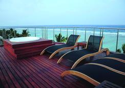 Airport Beach Hotel - Hulhumale - Pool