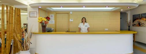 Hotel Central Playa - Ibiza - Front desk