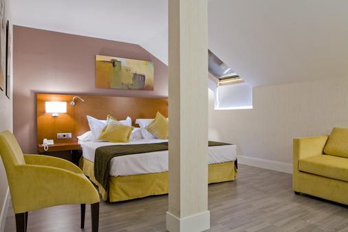 Hotel Puerta de Toledo - Madrid - Bedroom