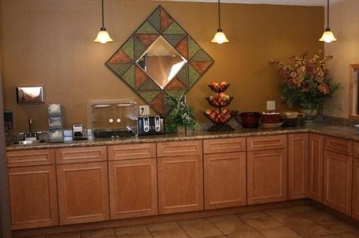 Fargo Inn & Suites - Fargo - Buffet