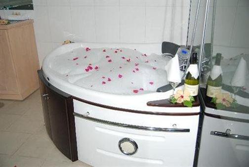 Trans International Hotel - Nadi - Bathroom