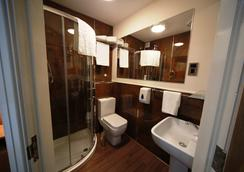 Le Villé Hotel - Manchester - Bathroom