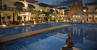 Aldea Thai Luxury Condohotel By Mistik - Playa del Carmen - Building