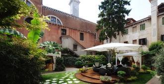 Hotel Abbazia - Venice - Outdoor view
