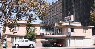 Westwind Lodge - Oakland - Building