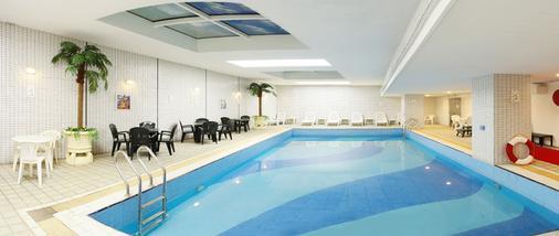 Golden Crown China Hotel - Macau - Pool