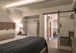 Fredericksburg Inn and Suites - Fredericksburg - Bedroom