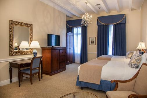 Hotel St. Pierre, a French Quarter Inns Hotel - New Orleans - Bedroom