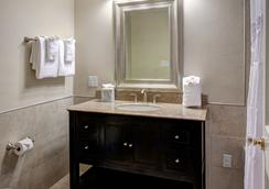 Hotel St. Pierre, a French Quarter Inns Hotel - New Orleans - Bathroom