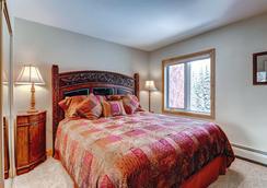 Lion Square Lodge - Vail - Bedroom