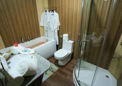 Mughal Palace Houseboat - Srinagar (Jammu and Kashmir) - Bathroom
