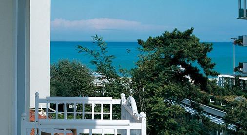Suite Hotel Maestrale - Riccione - Patio