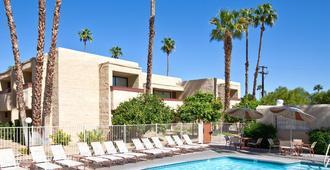 Desert Vacation Villas, A Vri Resort - Palm Springs - Building