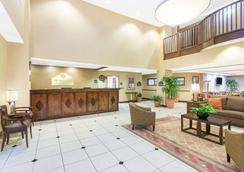 Wingate by Wyndham Savannah Airport - Savannah - Lobby