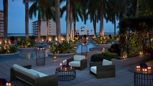 Four Seasons Hotel Miami - Miami - Patio