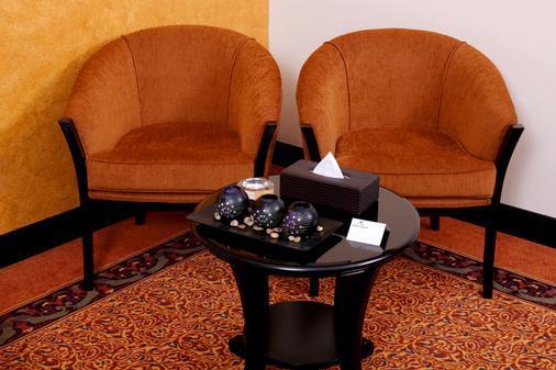 Royal Grand Suite Hotel - Sharjah - Living room