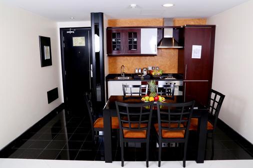 Royal Grand Suite Hotel - Sharjah - Kitchen