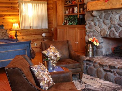 Adobe Village Inn - Sedona - Living room