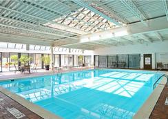 Buffalo Grand Hotel - Buffalo - Pool