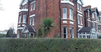 The Wycliffe Guest House - Folkestone - Building