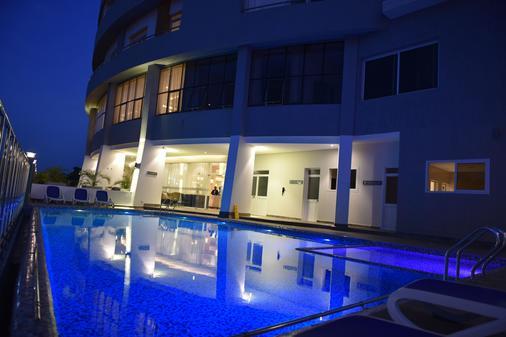 Golden Tulip Canaan Kampala - Kampala - Pool