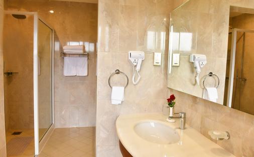 Golden Tulip Canaan Kampala - Kampala - Bathroom
