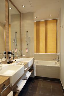 H4 Berlin Alexanderplatz - Berlin - Bathroom