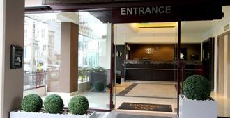 Hotel Lily - London - Building