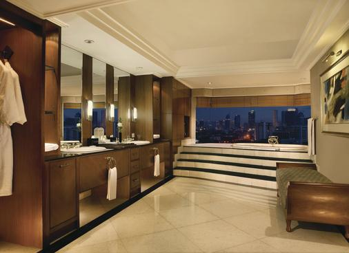 Lumire Hotel and Convention Center - Jakarta - Bathroom