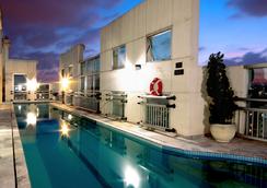 Comfort Suites Sao Paulo Oscar Freire - Sao Paulo - Pool
