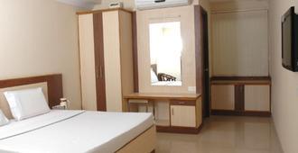 Hotel Sri Sai Regency - Hyderabad - Bedroom