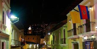 Rincón Familiar Hostel Boutique - Quito - Building