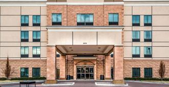 Baymont by Wyndham Denver International Airport - Denver - Building