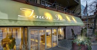 Town Inn Suites - Toronto - Building