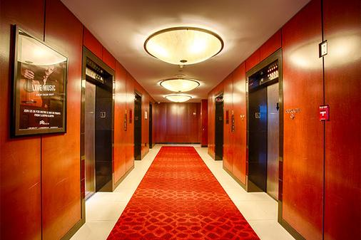 Pinnacle Hotel Harbourfront - Vancouver - Hallway