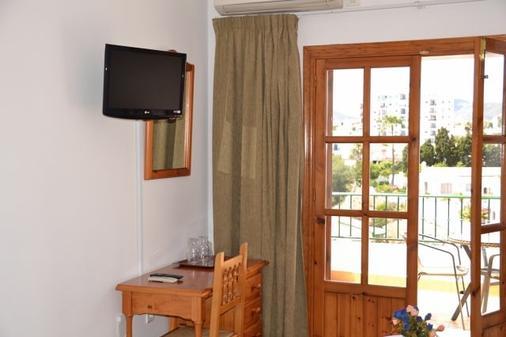 Hotel José Cruz - Nerja - Bedroom