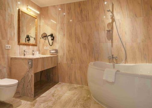 Grand Hotel Palladium Munich - Munich - Bathroom