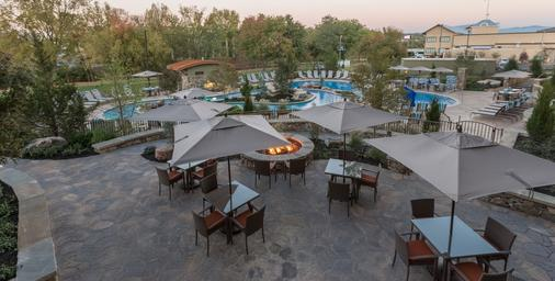 Courtyard by Marriott Pigeon Forge - Pigeon Forge - Patio