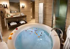 Hotel Cavour - Milan - Bathroom