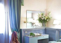 Zara - Rome - Bedroom