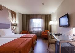 Marques De Pombal Hotel - Lisbon - Bedroom