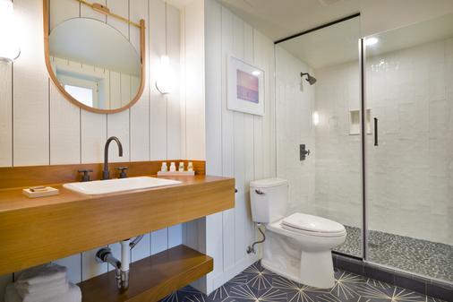 The Surfjack Hotel & Swim Club - Honolulu - Bathroom
