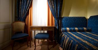 Chiaja Hotel de Charme - Naples - Bedroom