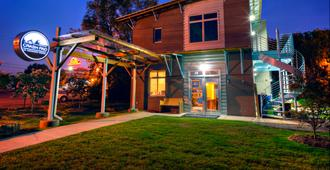 The Crash Pad: An Uncommon Hostel - Chattanooga - Building