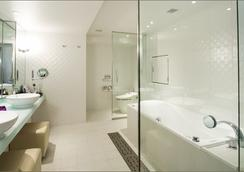 Cross Hotel Osaka - Osaka - Bathroom