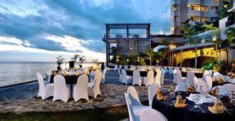 Aston Balikpapan Hotel and Residence - Balikpapan - Outdoor view