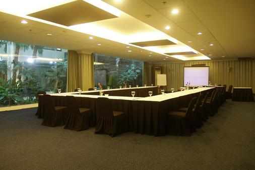 Aston Tropicana Hotel Bandung - Bandung - Meeting room