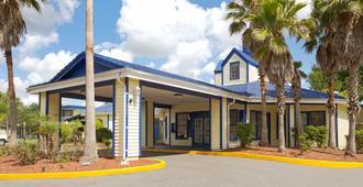Days Inn Kissimmee FL - Kissimmee - Building