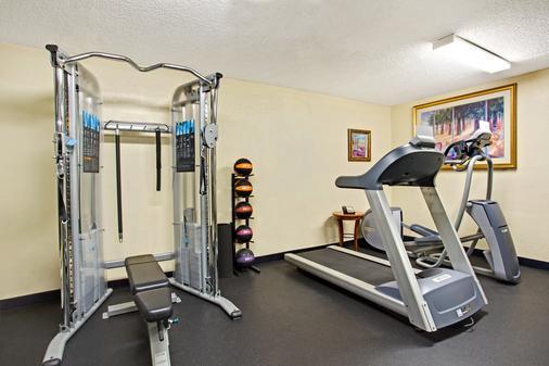 Days Inn Orlando Airport Florida Mall - Orlando - Gym